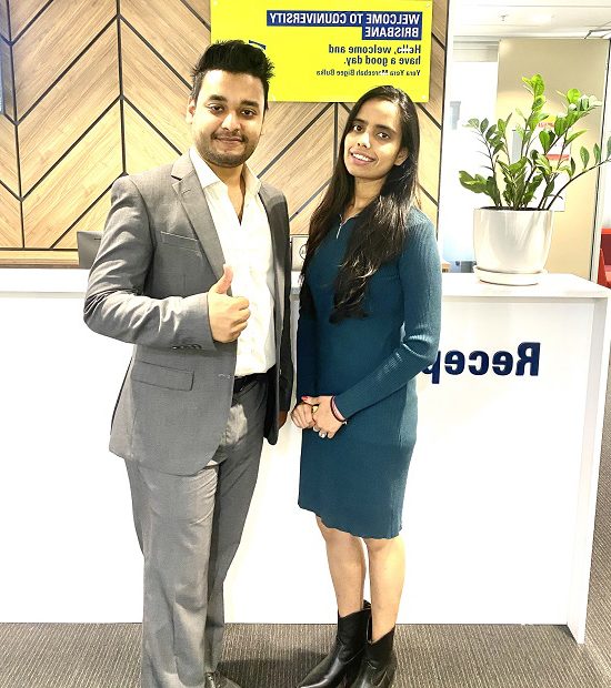 CQUni Brisbane Master of Management for Engineers 学生们 Deeksha Rahanoo 和 Muhammad Ahsan Ahmed.